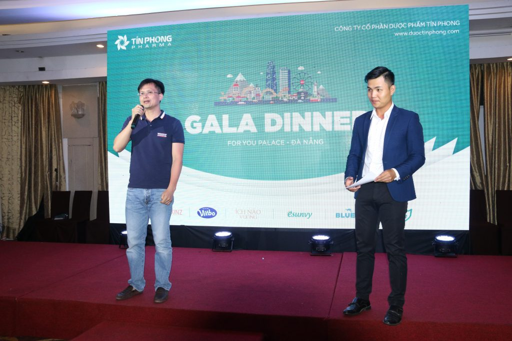 Giám đốc Nguyễn Đăng Hoàng phát biểu trong đêm Gala Dinner