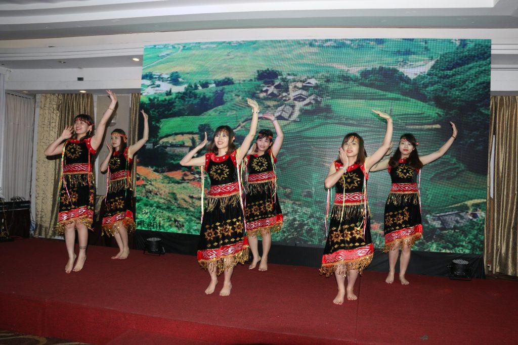 """Tiết mục """"Chiều lên bản thượng"""" của Phòng Kế Toán – Hành chính Nhân sự giành giải Quán quân của Tín Phong's got talent!"""
